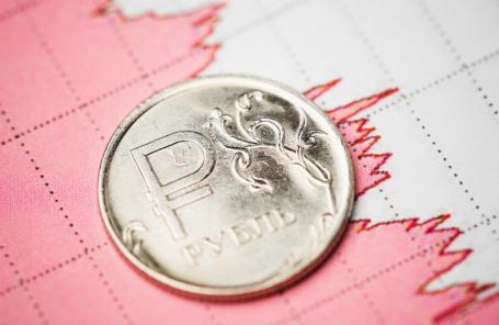 Рубль снижается. Как россияне реагируют на происходящее на валютном рынке?