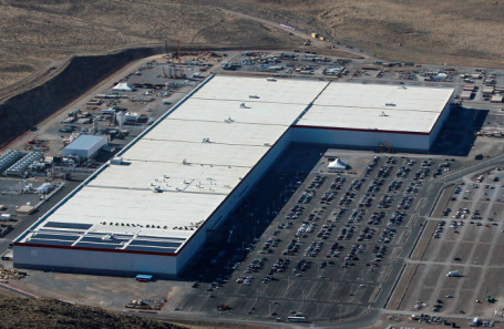 Завод Tesla в Неваде.
