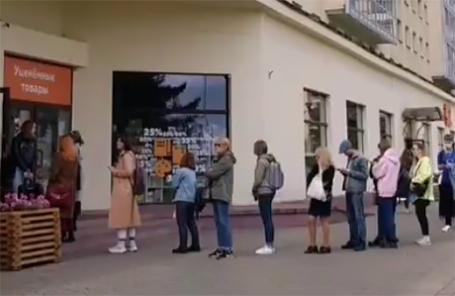 Жители Минска снова пришли поддержать кофейню O'Petit, в которой прятались протестующие