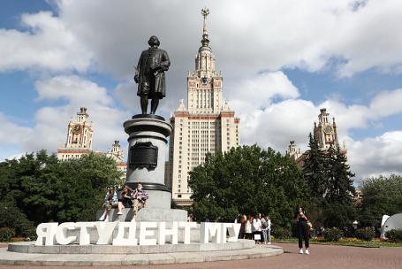 Студенты-контрактники МГУ требуют снизить плату за обучение из-за пандемии