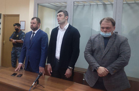 Георгий Кушиташвили (в центре).