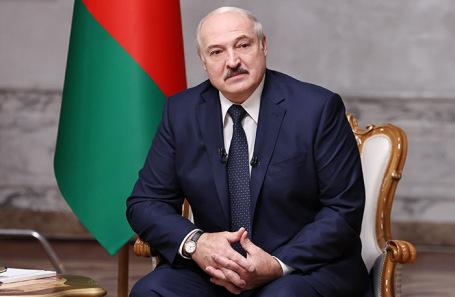 Посол РФ подарил Лукашенко карту с белорусскими областями в составе Российской империи