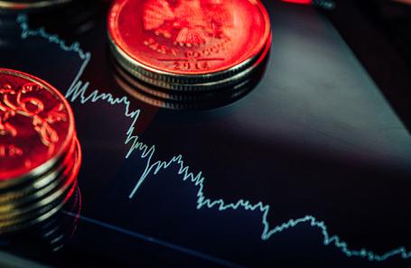 Чистый приток в инвестирующие в российские активы и облигации фонды упал в 12 раз