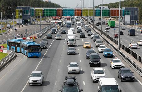 Бесплатный транспорт, но платные дороги: насколько правдоподобна стратегия Минтранса?