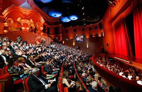 СКР и МВД разоблачили спекулянтов, которые заработали миллиард на продаже билетов
