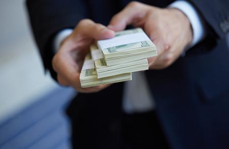 Что именно опубликовали журналисты об операциях российских бизнесменов в мировых банках?