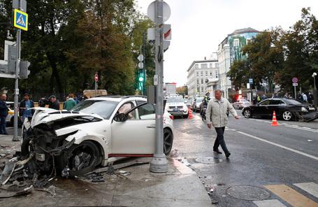 Последствия дтп на улице Остоженка в Москве.