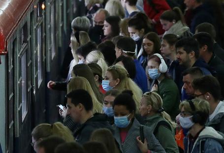 В Москве 1560 новых случаев COVID-19. Соблюдают ли в столице масочный режим?