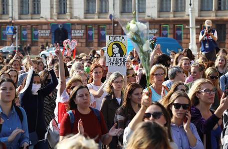Женский марш сторонников оппозиции в Минске завершился задержаниями