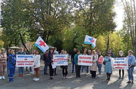 «Заплатите за COVID!» В России прошли акции протеста медработников