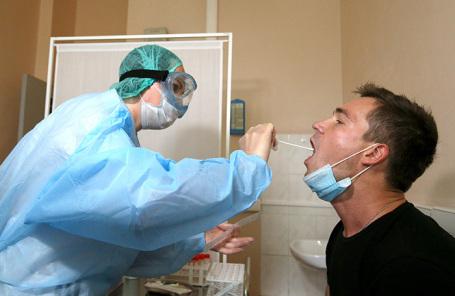 «Борьба с эпидемией еще далеко не закончена». Как справляются с ростом заболеваемости родители, врачи и бизнес?