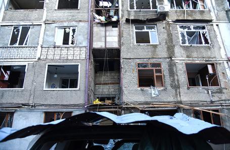 Последствия обстрела в Степанакерте.
