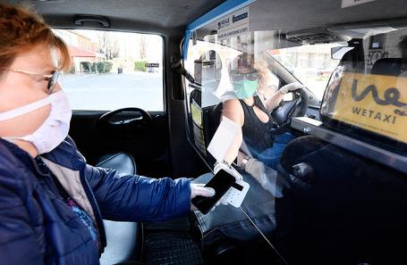 Безналичная оплата такси в Турине.