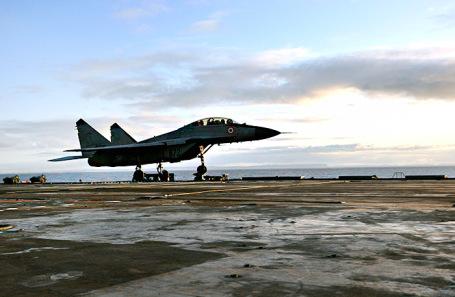 Палубный истребитель МиГ-29КУБ.
