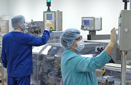 Производство вакцины для профилактики коронавирусной инфекции на заводе «Биннофарм» в Зеленограде.