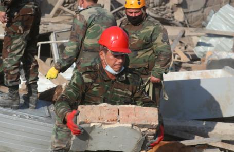 Последствия обстрела города Гянджа в Азербайджане.