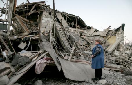 Последствия ночного обстрела столицы Нагорного Карабаха.