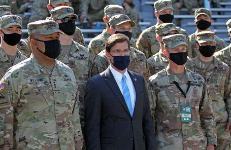 Министр обороны США Марк Эспер (в центре).