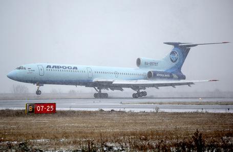 Последний перелет пассажирского самолета Ту-154 авиакомпании «Алроса». Приземление в аэропорту «Толмачево».