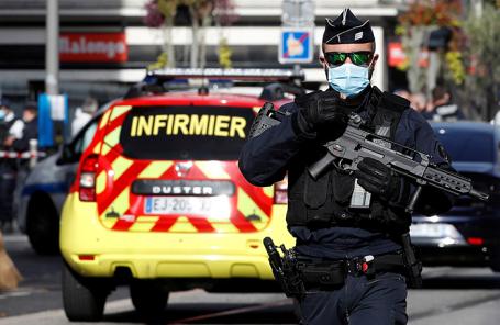 Сотрудник полиции на месте происшествия.