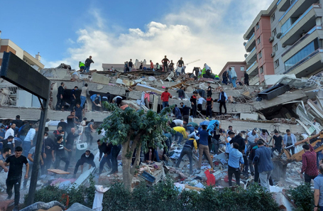 Последствия землетрясения в Измире.