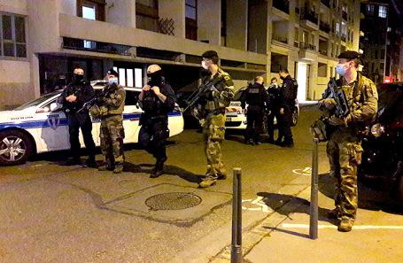 Полиция на месте происшествия в Лионе.