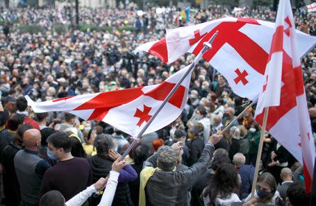 Митинг сторонников оппозиционных партий в Тбилиси.