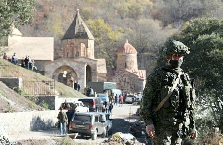 Российский миротворец у армянского монастыря Дадиванк.