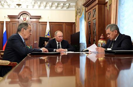 Путину жалко отпускать Шойгу и Лаврова в Госдуму. Но пойдут ли они?