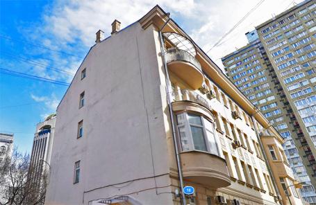Жильцы исторического дома в центре Москвы через суд пытаются выселить салон массажа
