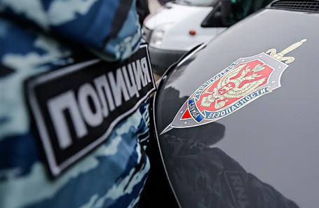 В Москве при задержании полицейских-вымогателей избили одну из задержанных