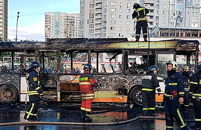 Проспект вернадского горит автобус