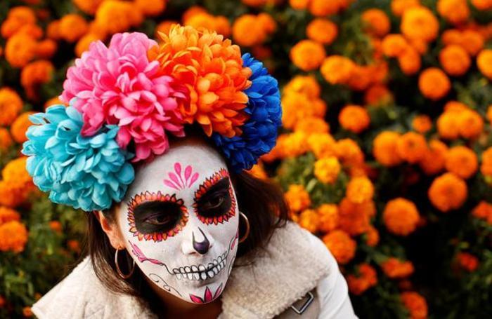 Участница парада Катринаса в Мехико, Мексика.