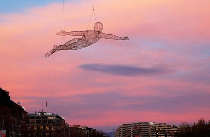 Инсталляция «Путешественники» художника Седрика ле Борна в Женеве.