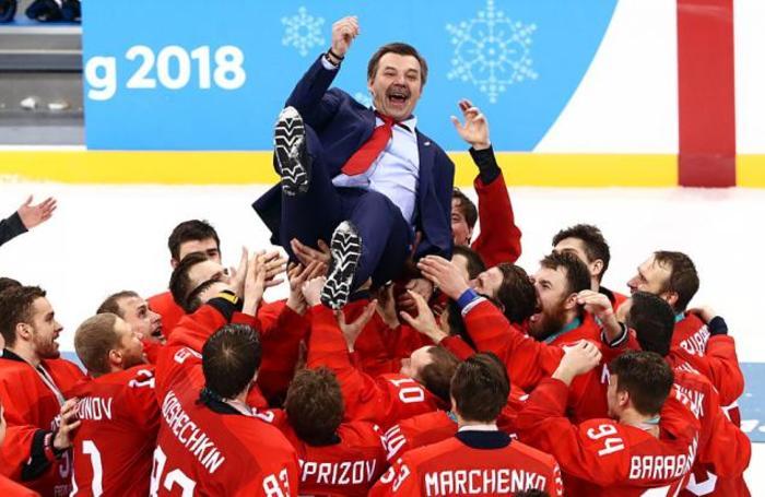 Главный тренер команды олимпийских спортсменов из России по хоккею Олег Знарок после церемонии награждения призеров турнира по хоккею среди мужчин на Олимпиаде-2018 в Канныне, Южная Корея 25 февраля 2018 года.