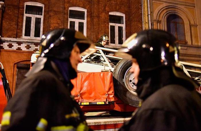 Работа экстренных служб на улице Трубная в Москве, где произошло обрушение в реконструируемом здании.