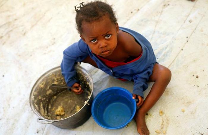 Ребенок беженцев из Конго в лагере для беженцев в Уганде.