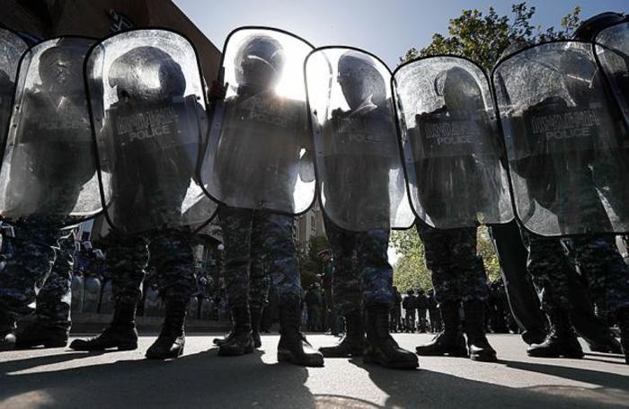 Во время акции протеста против выдвижения бывшего президента Армении Сержа Саргсяна на пост премьер-министра страны у здания Министерства культуры Армении, Ереван, 19 апреля 2018.