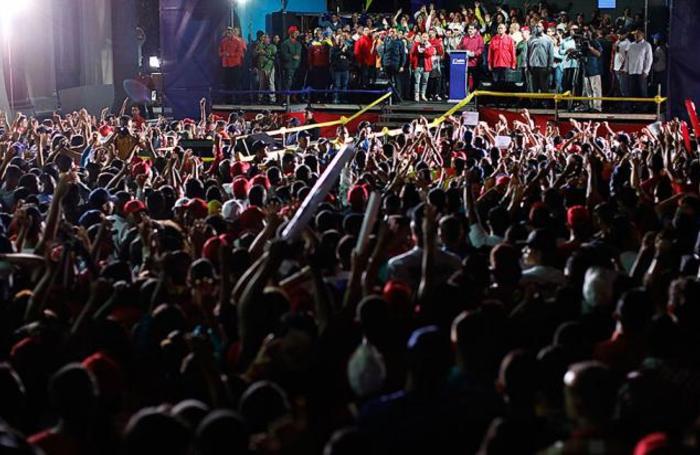 Николас Мадуро выступает перед своими сторонниками после объявления результатов выборов. Каракас, Венесуэла, 20 мая 2018 года.