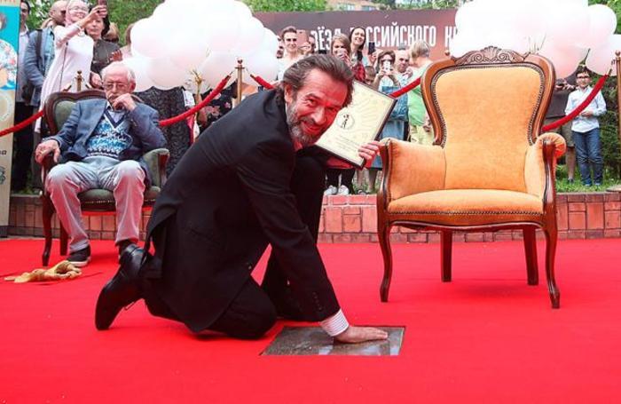 Народный артист РФ Владимир Машков на церемонии закладки именной плиты на Площади звезд российского кинематографа в Москве.