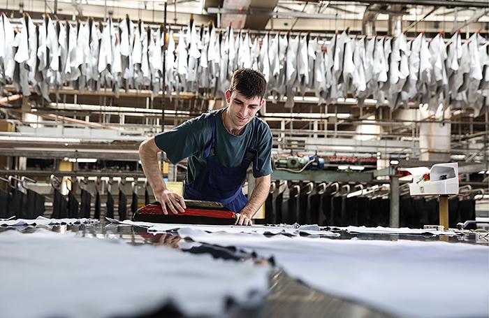 Легкой промышленности — самые «легкие» зарплаты