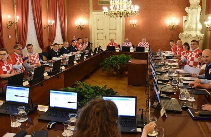 Заседание хорватского правительства после выхода Хорватии в финал чемпионата мира.