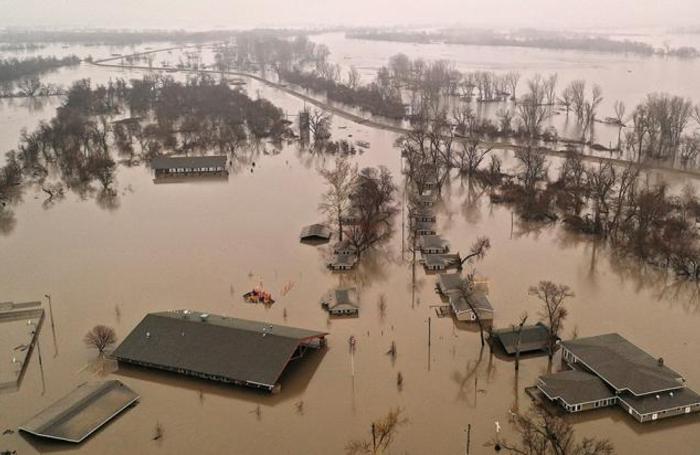 Весенний паводок в бассейне реки Платт. Омаха, штат Небраска, США.