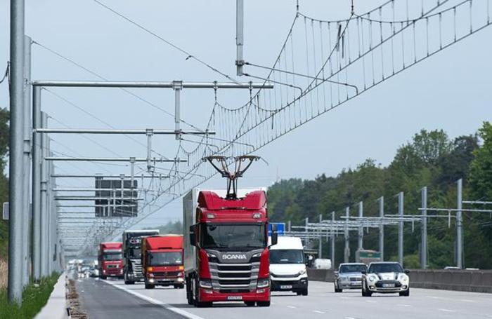 Первое электрифицированное шоссе eHighway открылось в Германии. Система разработана Siemens в партнерстве с Volkswagen.