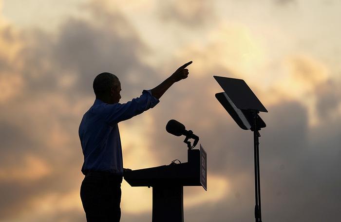 Бывший президент США Барак Обама выступает в поддержку кандидата в президенты от Демократической партии Джо Байдена. Филадельфия, Пенсильания.