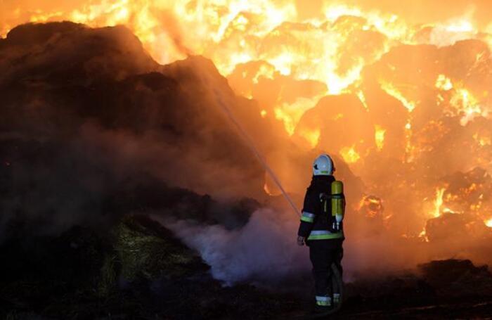 Пожар на нефтехимическом заводе в Пшиточне на западе Польши.