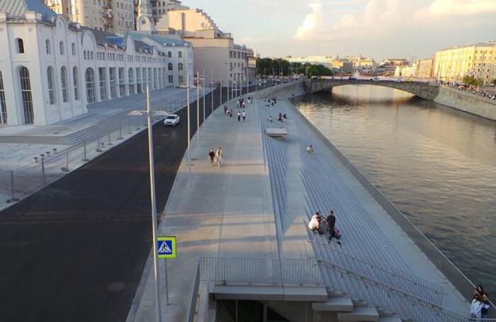 Болотная набережная в районе ГЭС-2 в Москве после реконструкции.