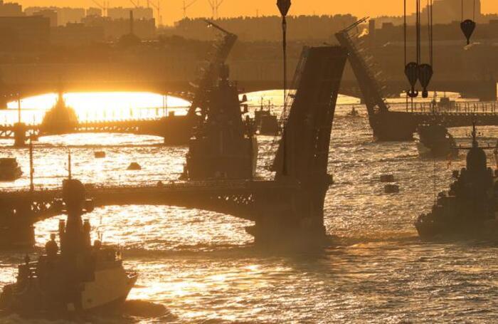 Репетиция Главного военно-морского парада в Санкт-Петербурге.
