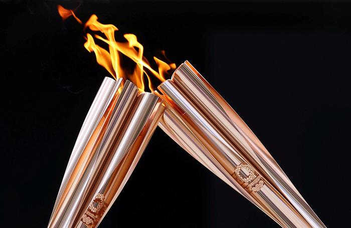 Прибытие эстафеты олимпийского огня в Токио.