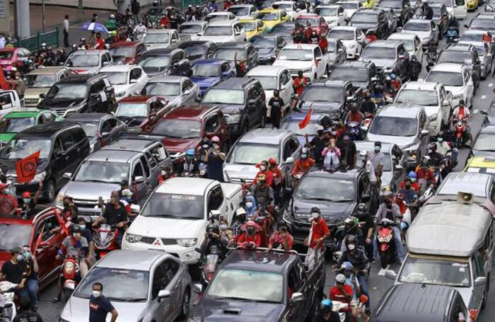 Акция с требованием отставки премьер-министра Таиланда в Бангкоке.